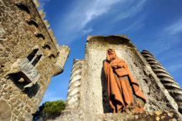 Castello di Monterone - dettaglio di una statua esterna