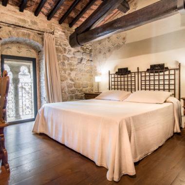Camera dell'Etrusco - Letto matrimoniale e bifora