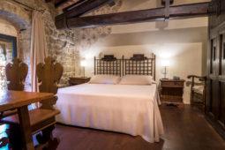 Camera dell'Etrusco - Letto matrimoniale