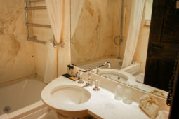Monterone Castle - Camera delle Chiavi's bathroom