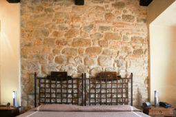 Giota - parete in pietra