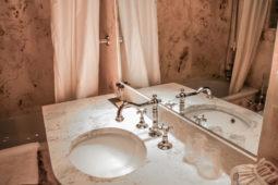 Castello di Monterone - Camera delle armi: bagno