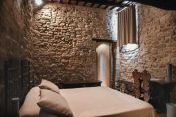 Castello di Monterone - Camera La Segreta: mura in pietra